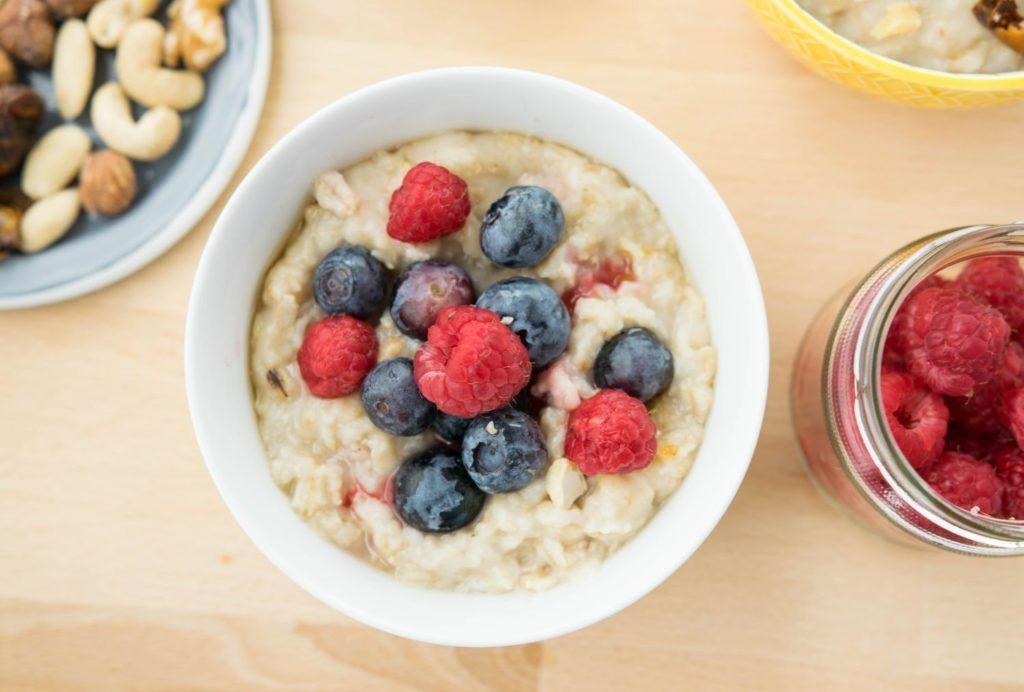 12 Pożywnych i Zdrowych Przepisów na Owsiankę