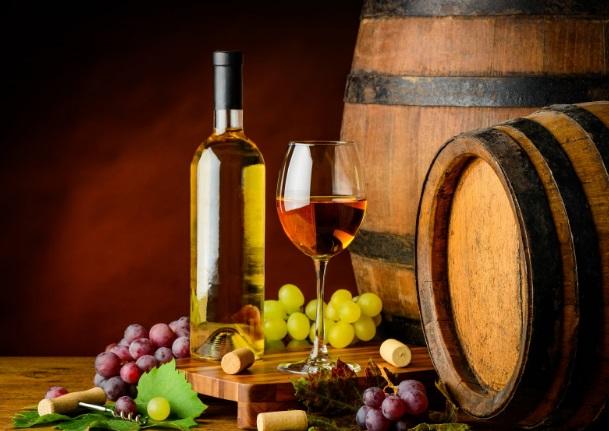 wino i beczki z winem