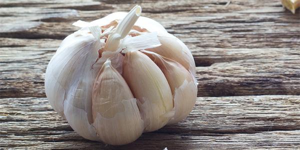 Dlaczego Warto Jeść Czosnek? – 10 Korzyści Zdrowotnych Czosnku