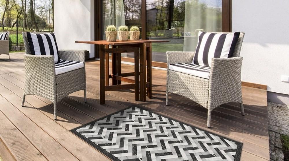 Dywan zewnętrzny – prosty sposób na dekorację tarasu